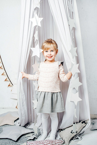 Child gray-pink dress-trapeze with sleeves-wings